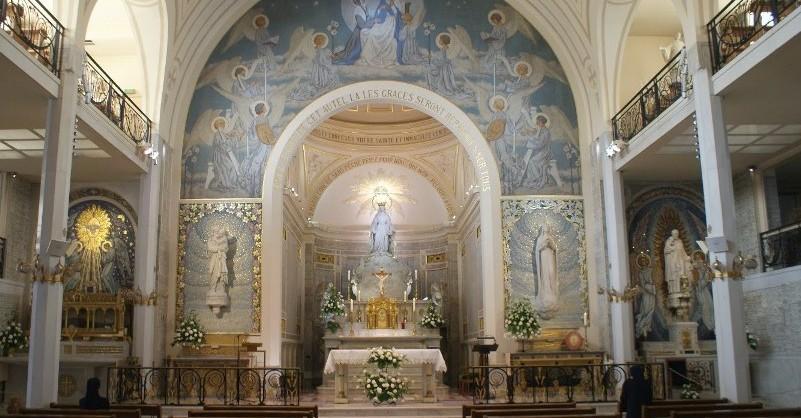 Interior da capela da Medalha Milagrosa